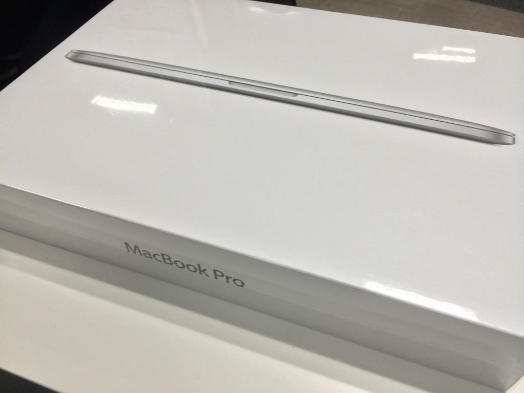 MacBook Pro Retinaの外箱