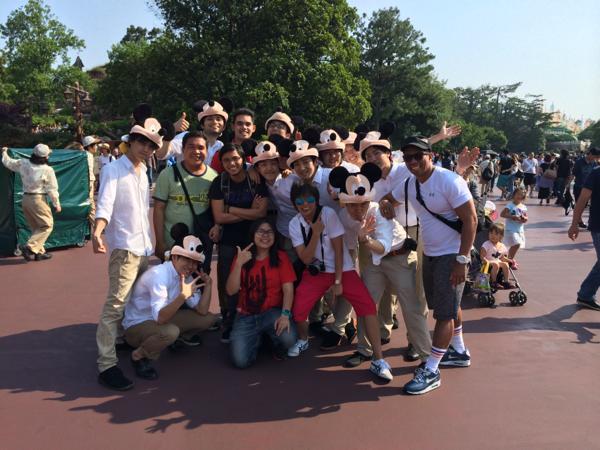 外国人と写真を撮る