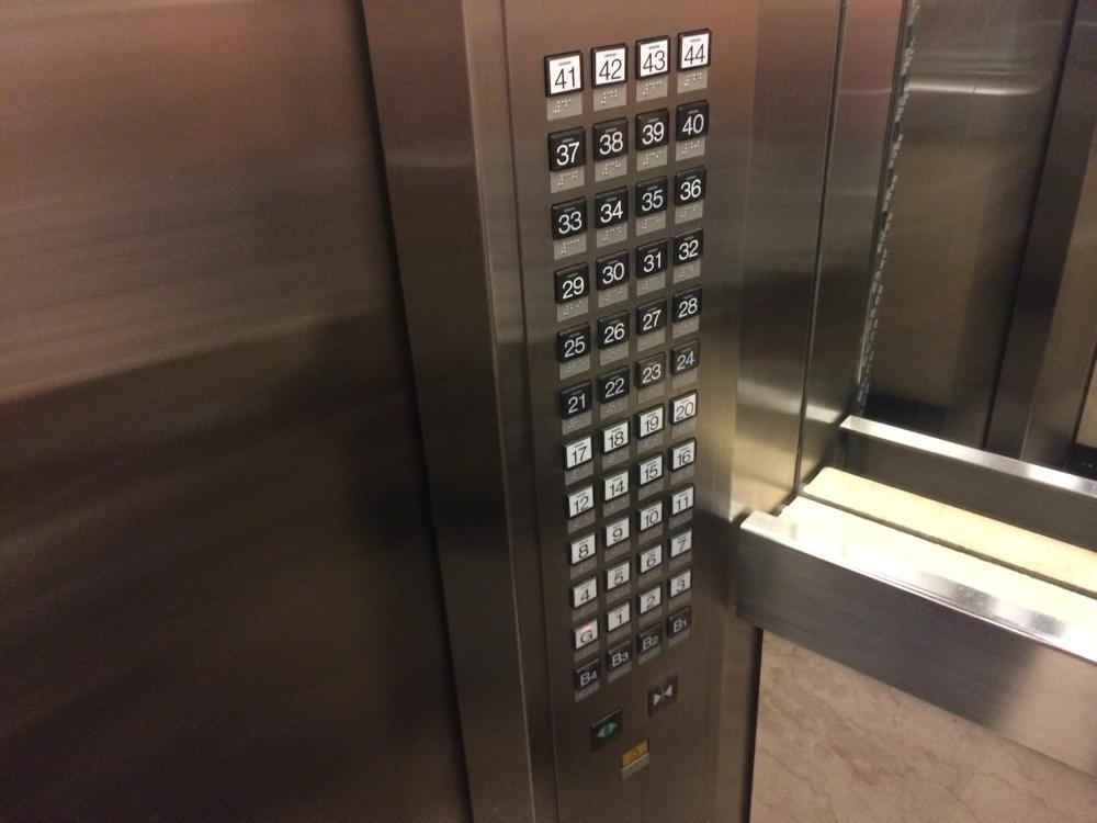 エレベーターボタン 44階建て