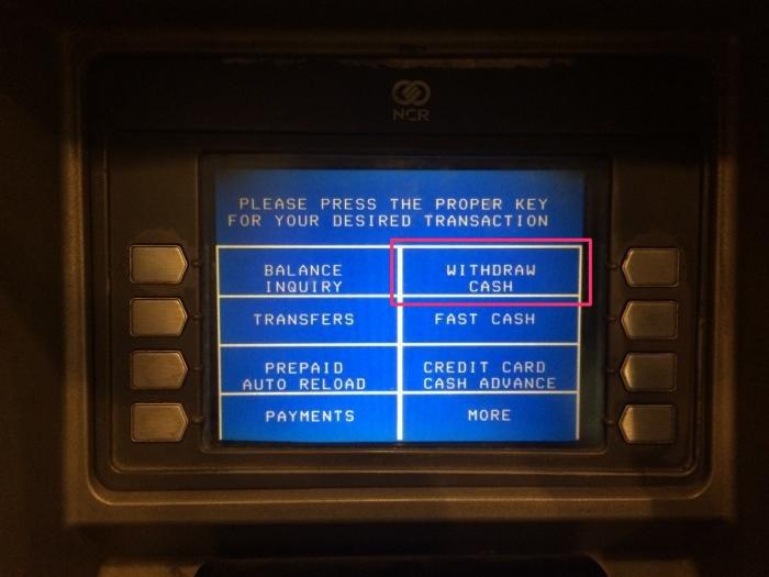 WITHDRAW CASHのボタンを押す