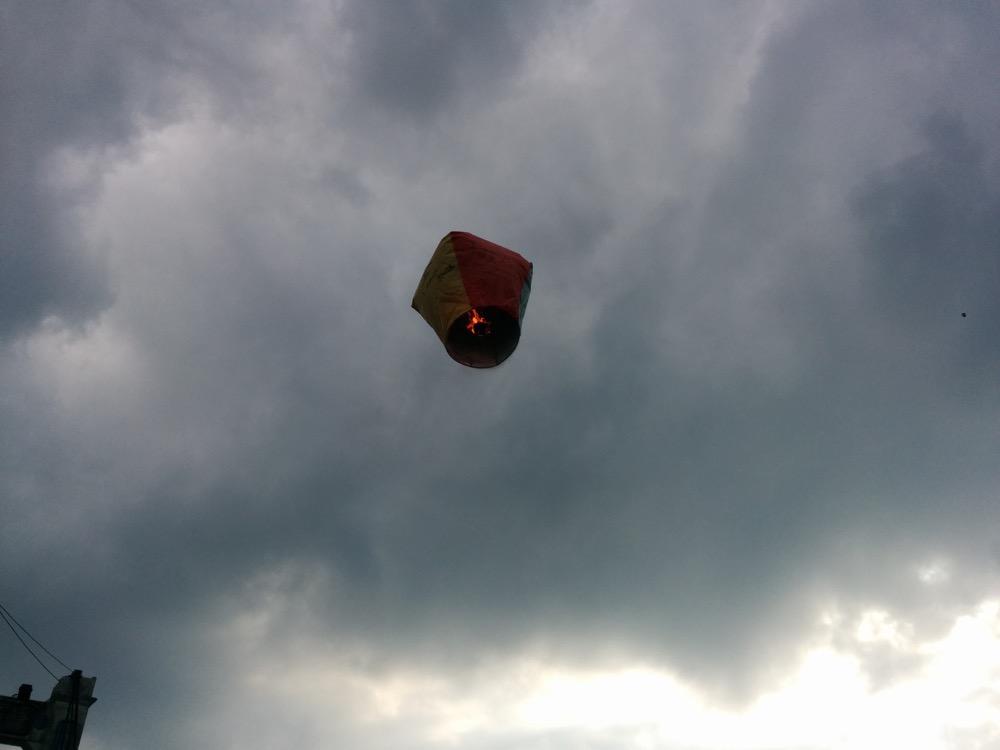 ランタンが空に!