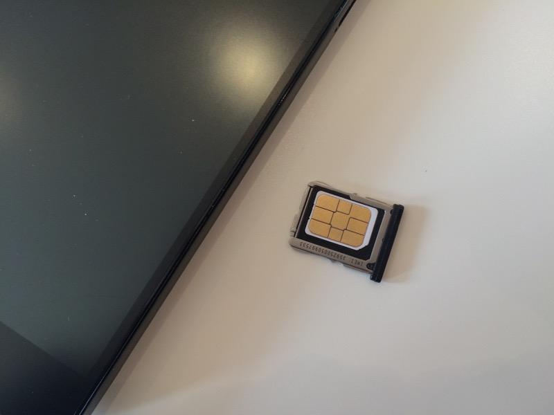 nexus5のSIM挿入口