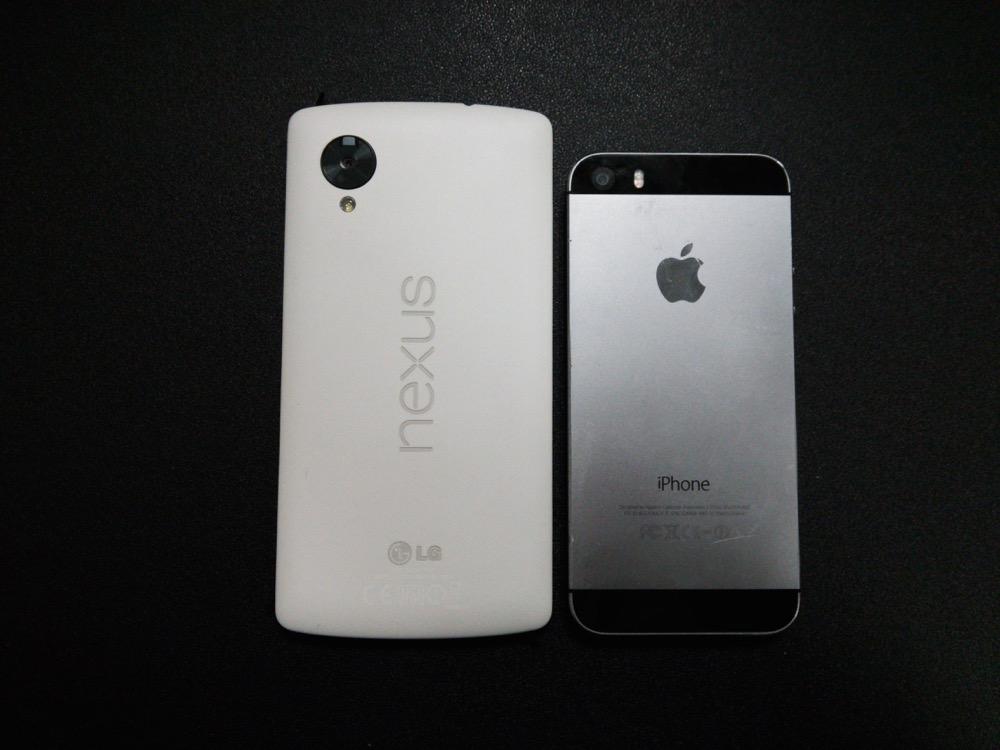 nexus5とiPhone5sのサイズ比較