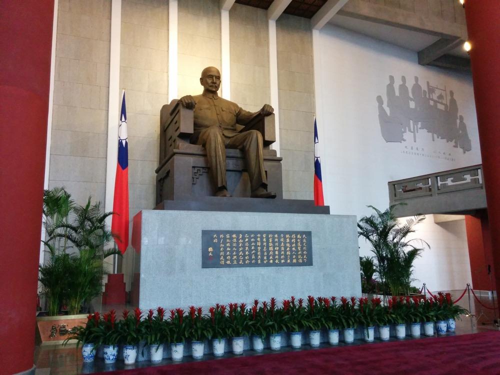 台湾の国父と伝えられている孫文の銅像