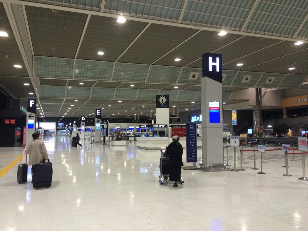 朝の成田空港第二ターミナル