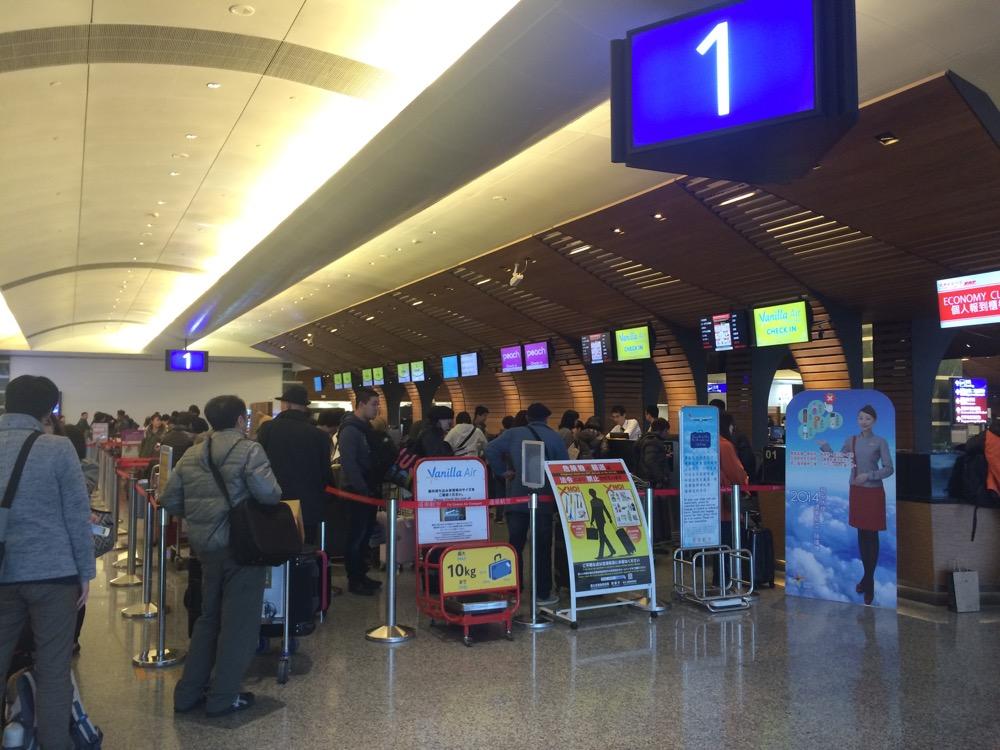 桃園国際空港のチェックインカウンター