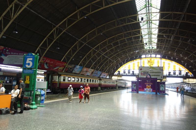 タイ国鉄のホーム