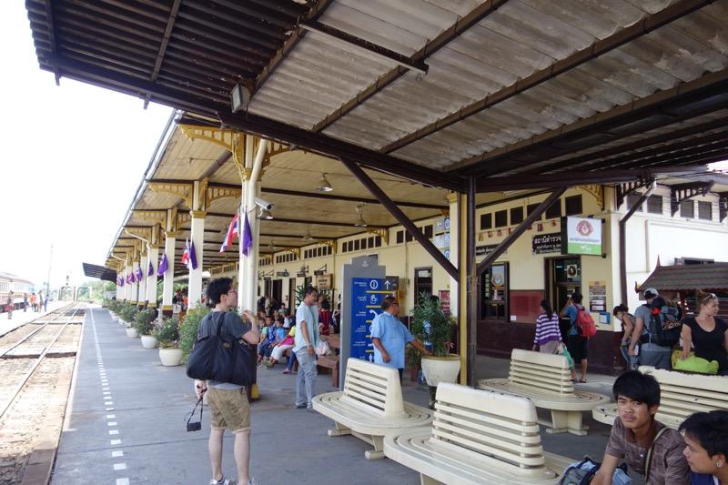 アユタヤ駅のホーム