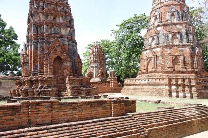 たくさんの仏塔がある