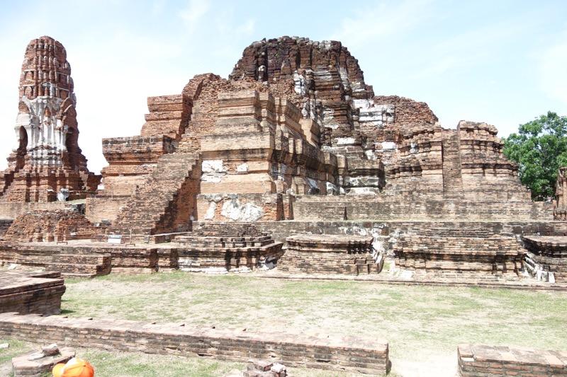 大きな仏殿