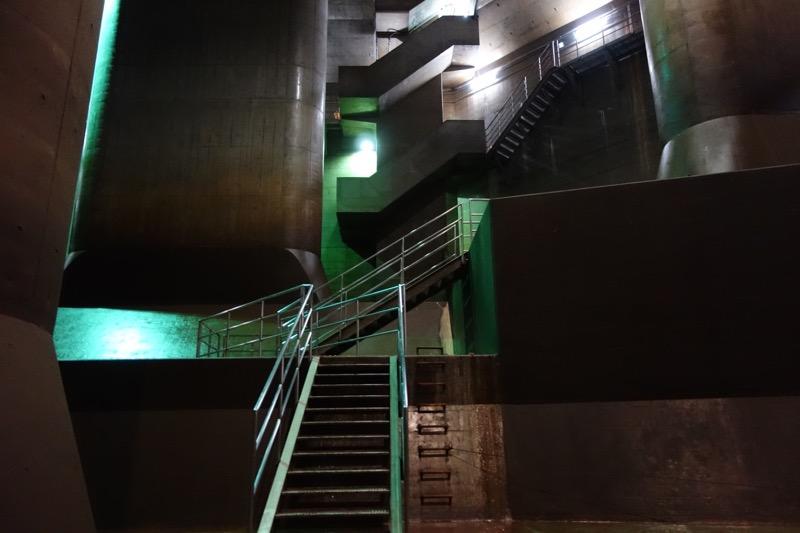 調整水槽への階段
