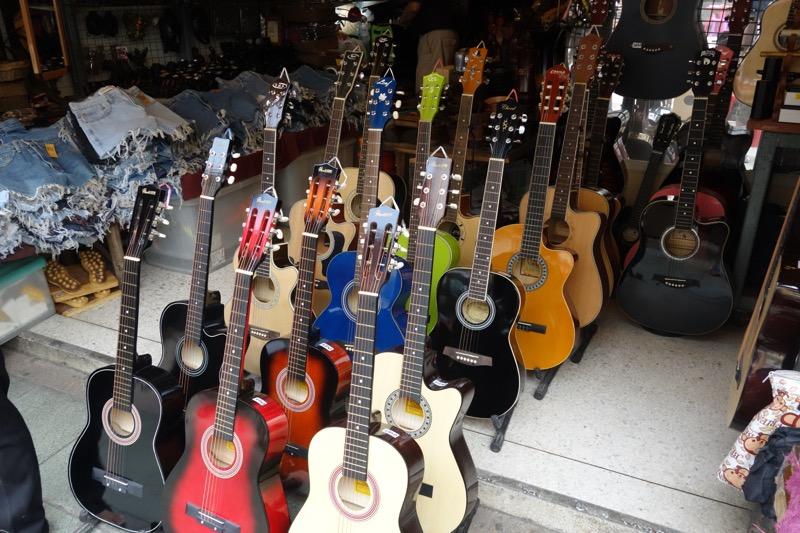 楽器も売ってる