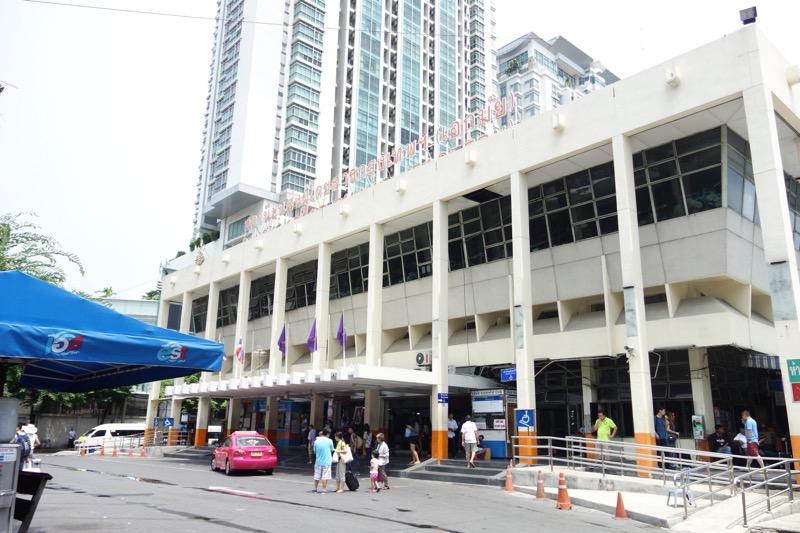 エカマイ駅のバスターミナル