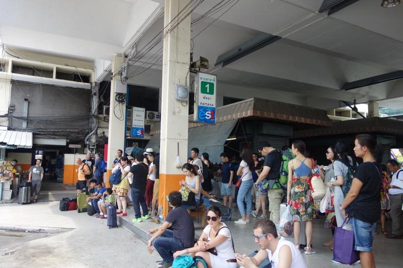 パタヤ行きのバス乗り場