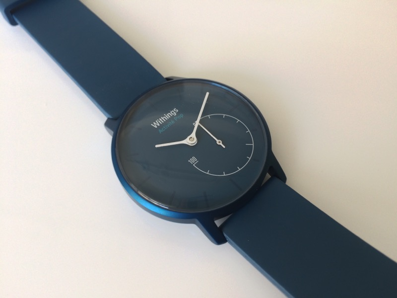 時計の近影 いい感じの青色