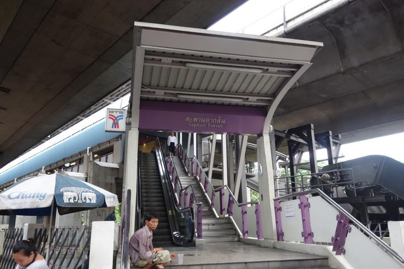 BTSサパーンタクシン駅
