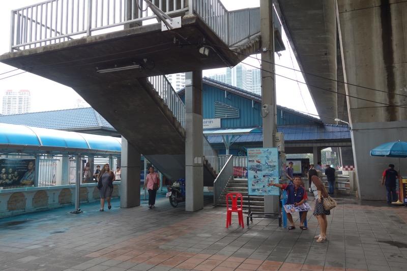 サパーンタクシン駅の船着き場