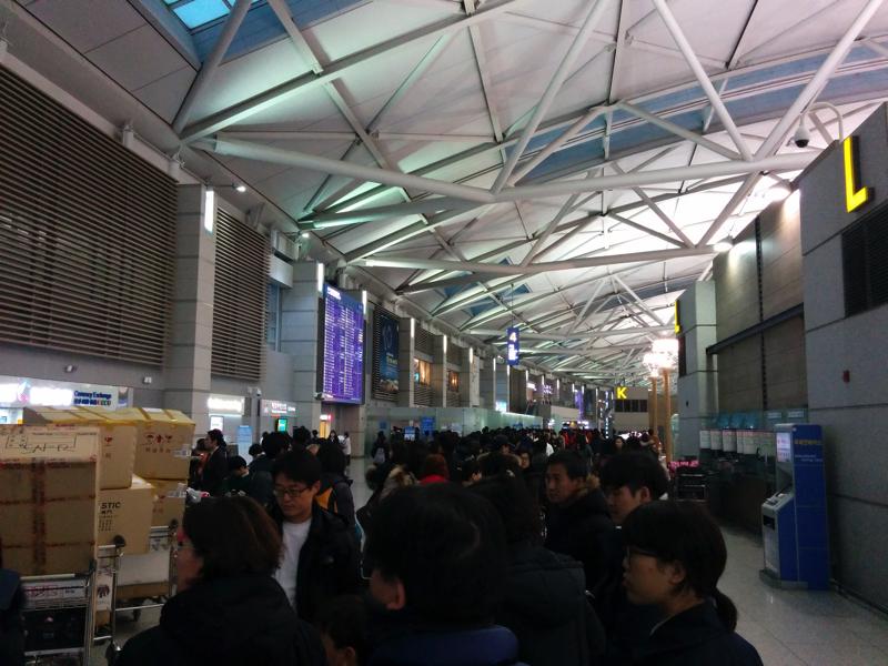 手荷物検査と出国審査も混雑