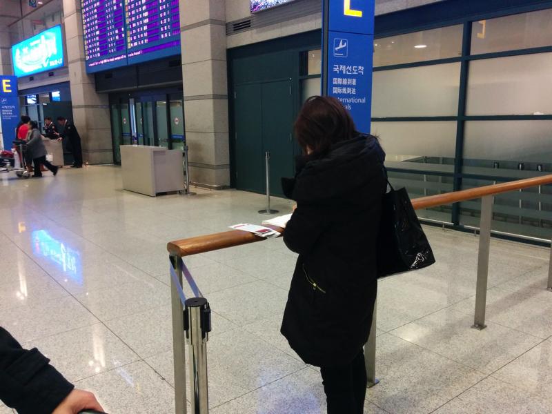 仁川国際空港のゲートでHISのスタッフと待ち合わせ