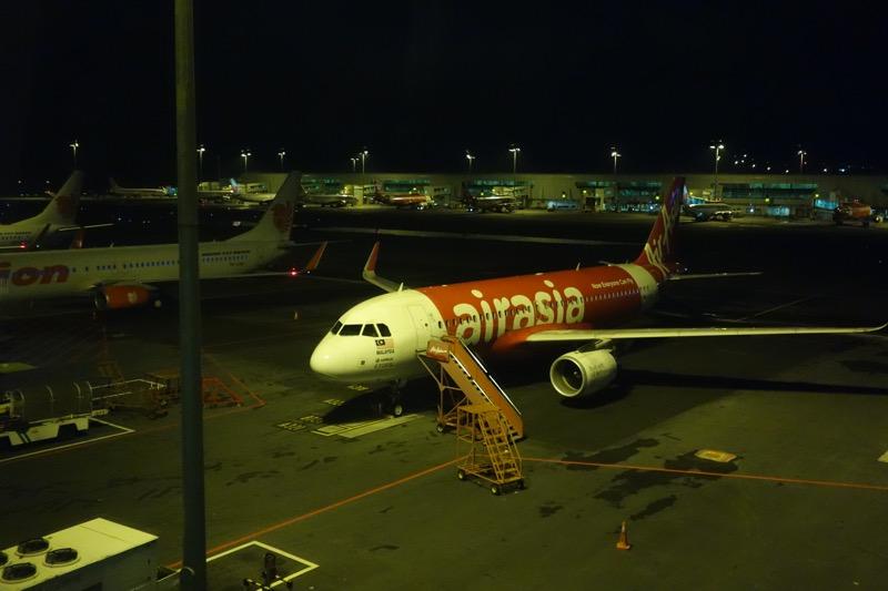 クアラルンプール国際空港に到着