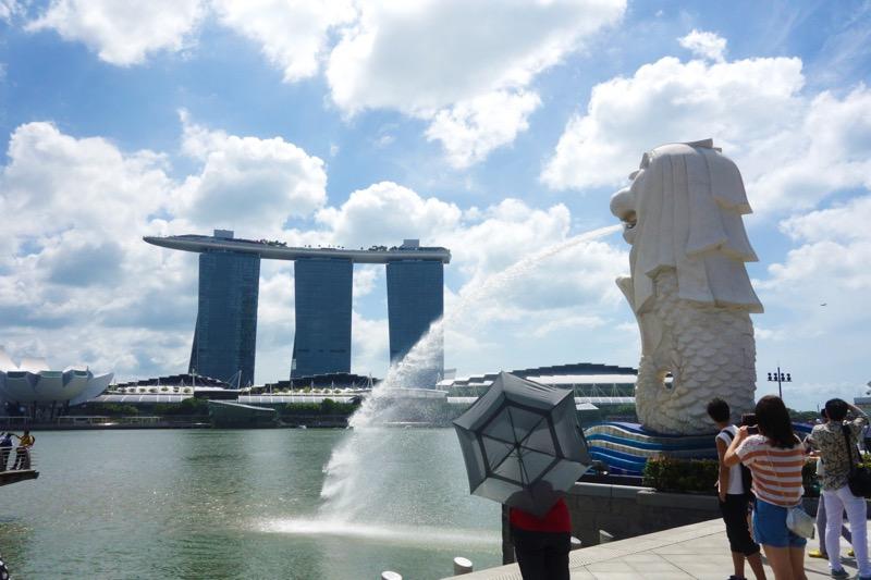 シンガポールで有名なマーライオンとマリーナベイサンズ