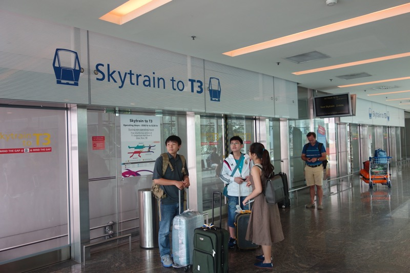 チャンギ国際空港の移動に使うスカイトレイン
