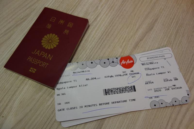 エアアジアの搭乗券とパスポート