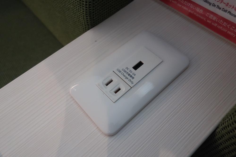 コンセント、USBの差込口
