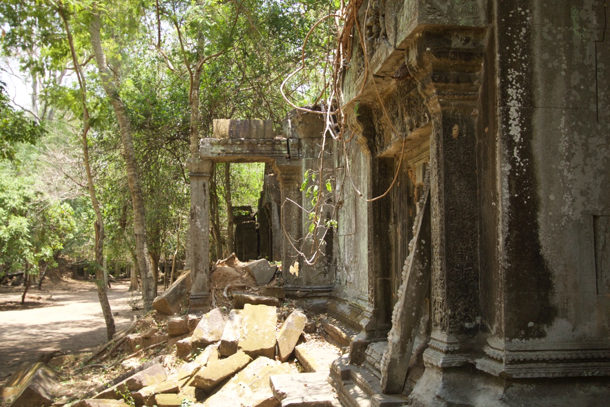 本寺院の中へ