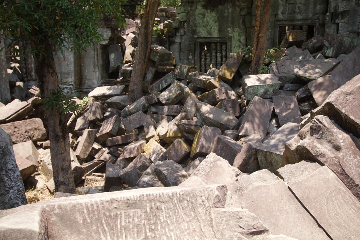 本寺院内部も崩壊