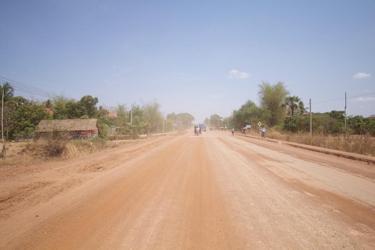 シェムリアップの郊外の道