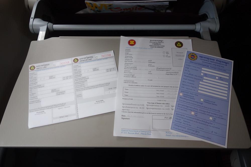 アライバルカードとビザ申請用紙