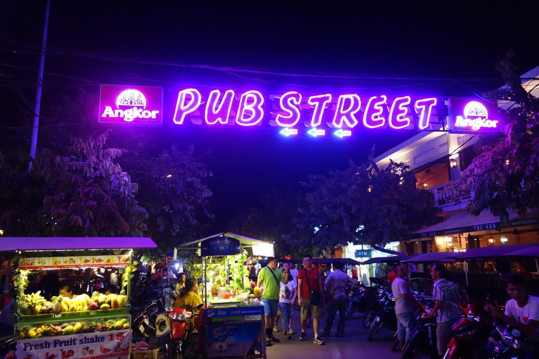シェムリアップの観光客向けの飲み屋街 PUB STREET(パブストリート)
