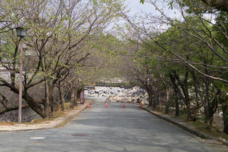 熊本城入口は完全に瓦礫で塞がっている