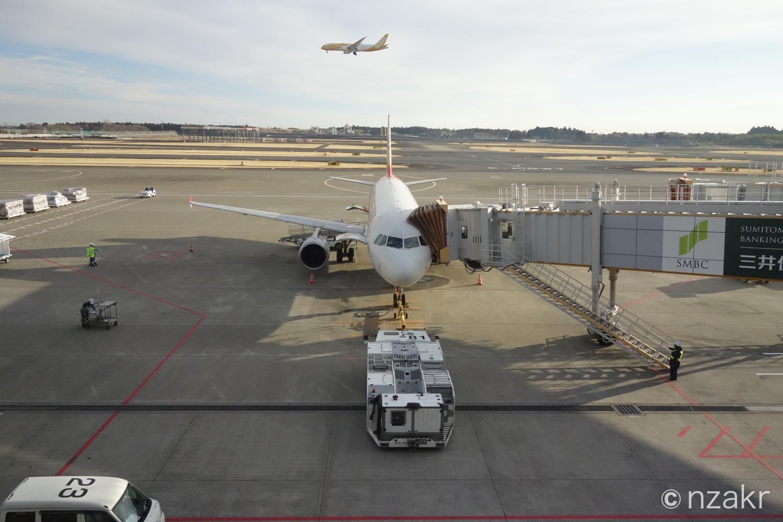 正面から機体を撮影