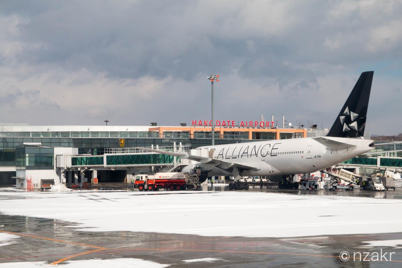 函館空港に到着