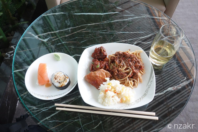 中国国際航空のファーストクラスラウンジの食事