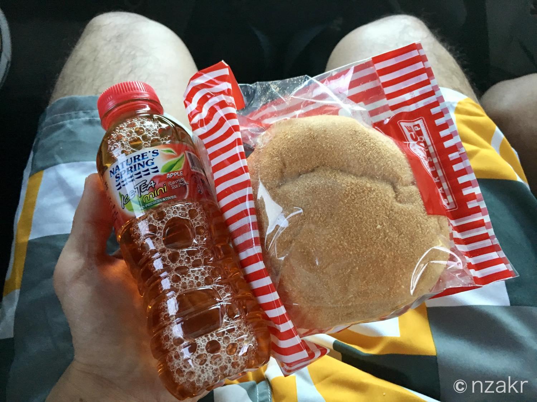 朝ごはんのパンとジュース