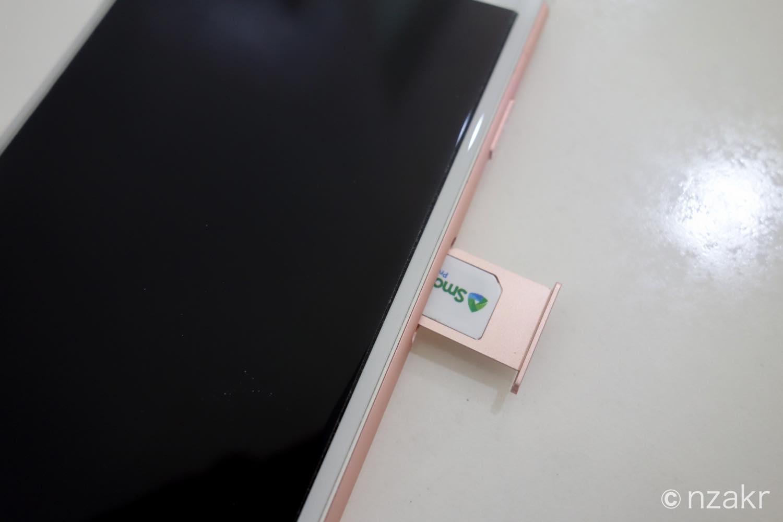 iPhone6sにSIMカードを差し込む