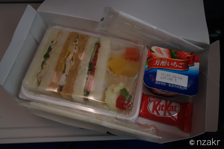 到着前の機内食