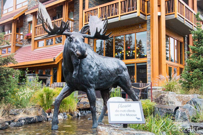ムースの銅像