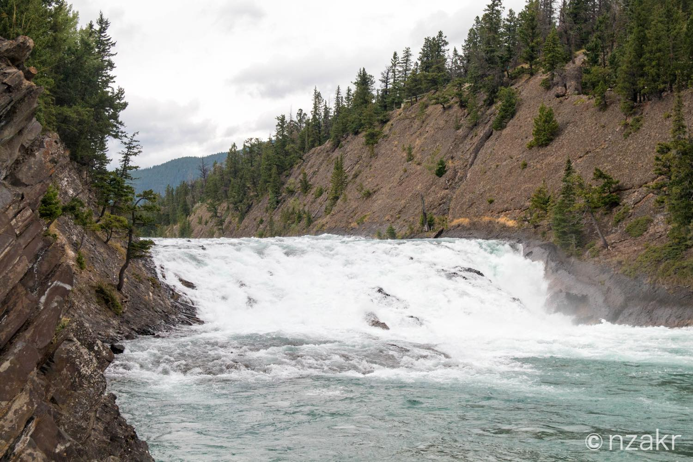 ボウ滝(Bow Falls)