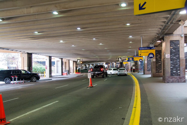 カルガリー空港の到着ゲート
