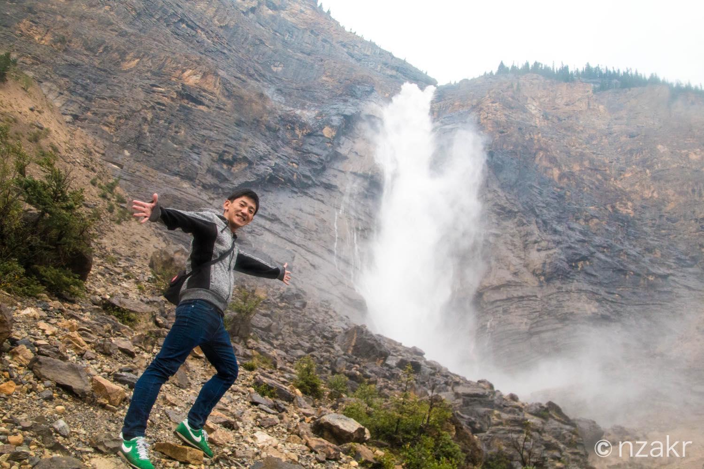 タカタウ滝と一緒に撮影