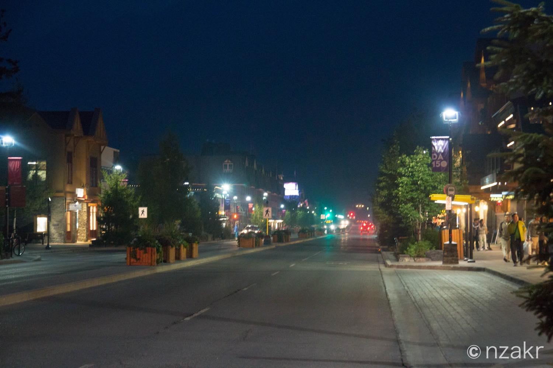 バンフのダウンタウンの夜