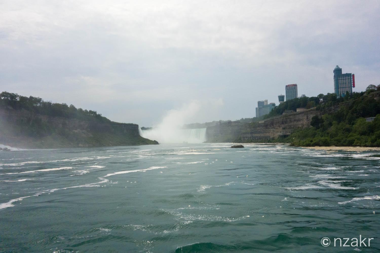 遠目でカナダ滝