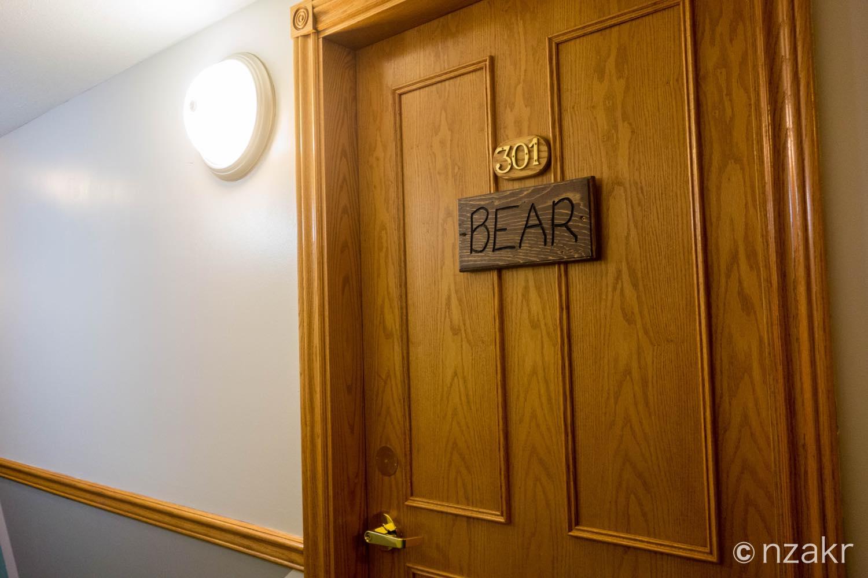 部屋の名前はBEAR(熊)