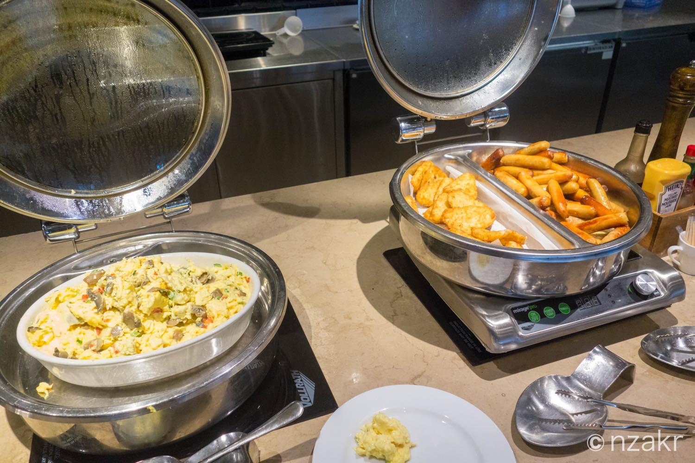 卵、ソーセージ、ハッシュドポテト