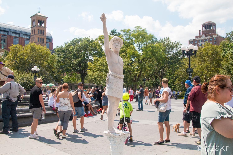 銅像のパフォーマンス