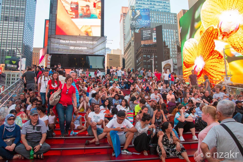 タイムズスクエアの赤階段
